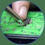 Процесс пайки микросхемы